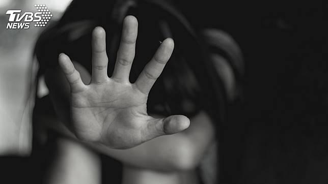 北部一名女子遭8女擄走凌虐,過程還被開直播。(示意圖/TVBS)