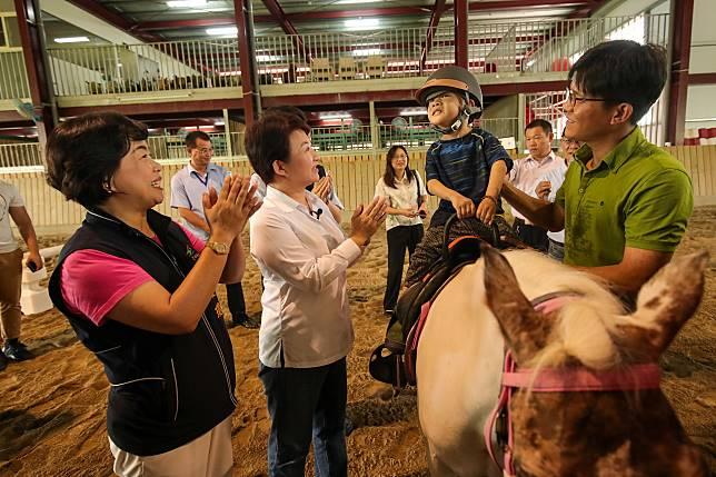 神馬郡農場助身障者 盧秀燕:貢獻社會值得肯定