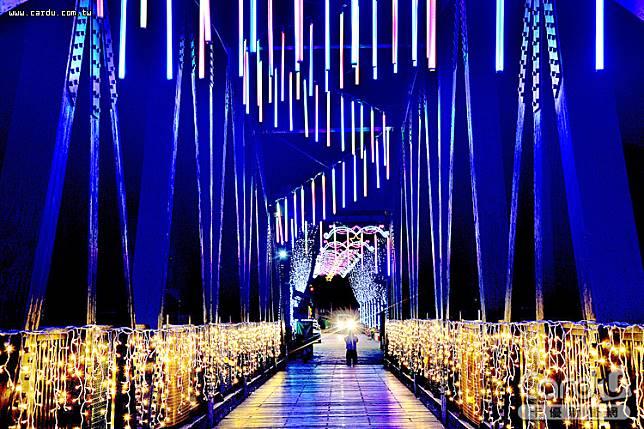 石岡區食水嵙溪花漾藝術節燈會即日起搶先登場,展期橫跨耶誕、跨年及春節假期(圖/台中市政府 提供)