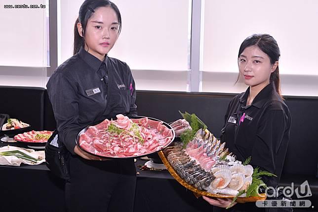 「暴龍」海陸套餐有重量級肉盤搭配海鮮王大船,滿足大口吃肉、海鮮控顧客的需求(圖/卡優新聞網)