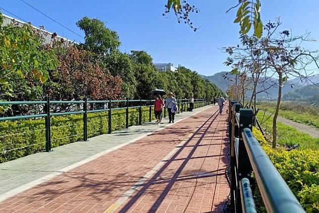 台中最新熱門旅遊景點大里區草湖溪自行車道