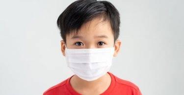 5歲男童發燒確診新冠肺炎!幼兒園停班居家隔離